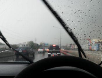 نکاتی که حین رانندگی در شرایط بارانی باید بدانیم (قسمت اول)